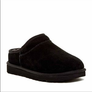 UGG slippers size 5 in black NEW